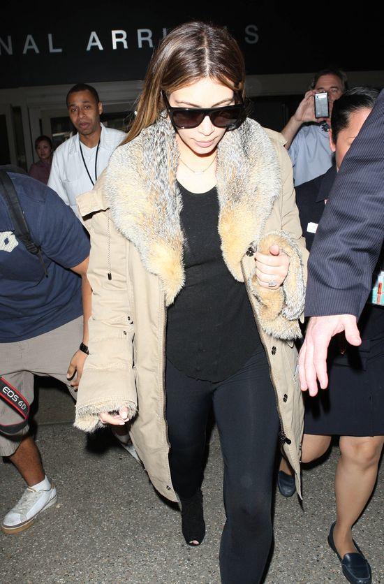Kim Kardashian niech�tnie wr�ci�a do LA (FOTO)