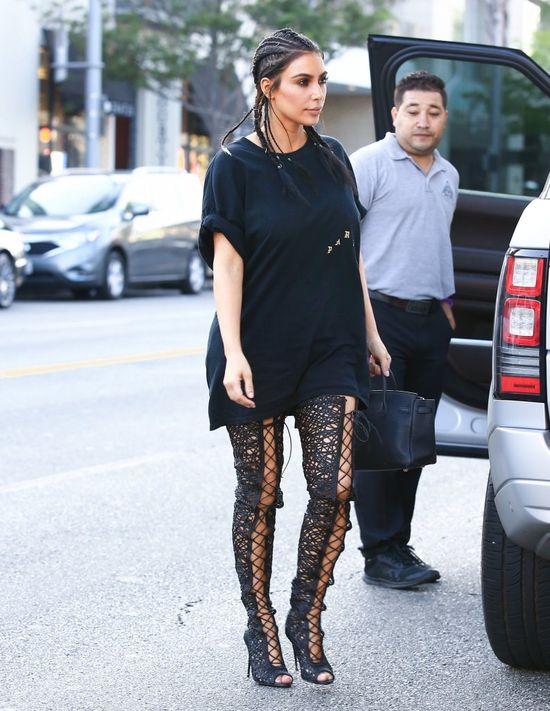 Internauci nie mają litości dla Kim Kardashian! CO ONA MA NA GŁOWIE?