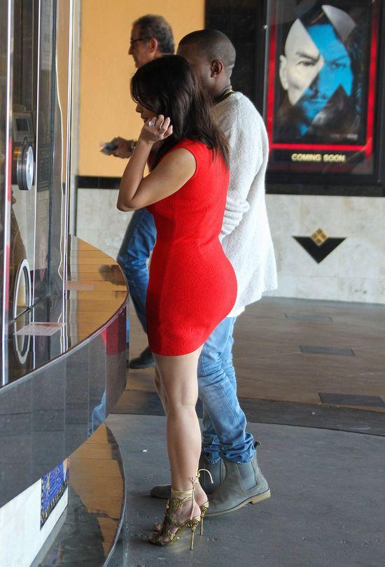 Kim Kardashian w bieliźnie korygującej na randce z Kanye
