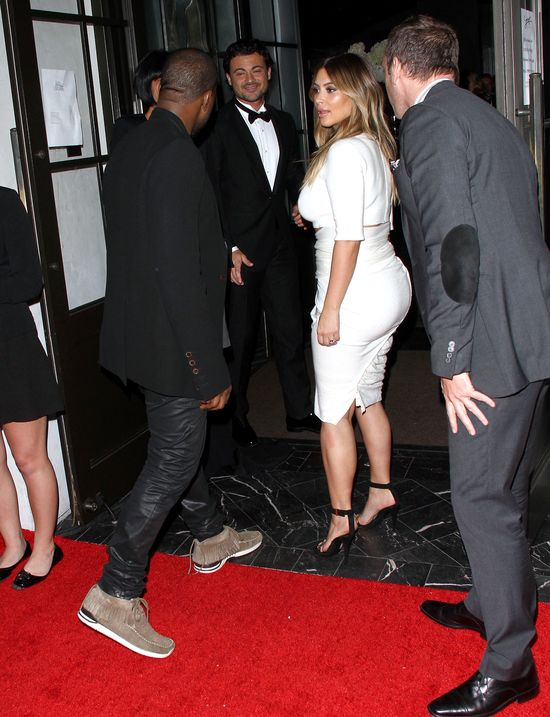 Kim Kardashian pokazała brzuch (FOTO)
