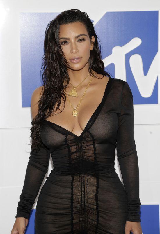Kim Kardashian i Kanye West pokazali na ściancę, że nadal na siebie działają