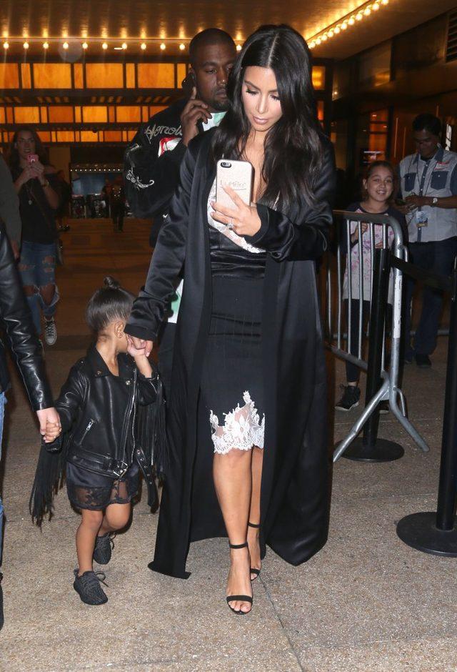 Kim Kardashian w teatrze - selfie MUSI BYĆ!