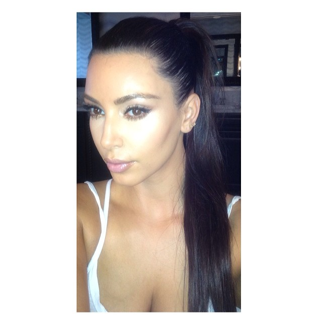 Naya Rivera na ka�dym kroku kopiuje Kim Kardashian (FOTO)