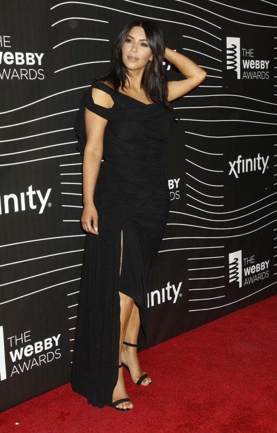 Kim Kardashian dla ładnego wyglądu zrobi nawet to, co szkodliwe