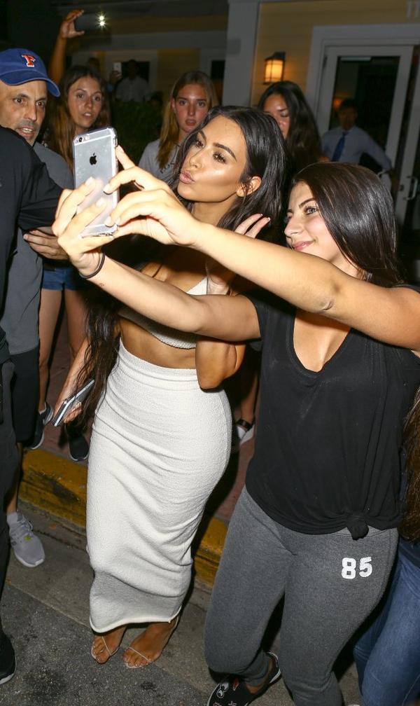 Kim Kardashian NAPADNIĘTA i OBRABOWANA w rezydencji w Paryżu!
