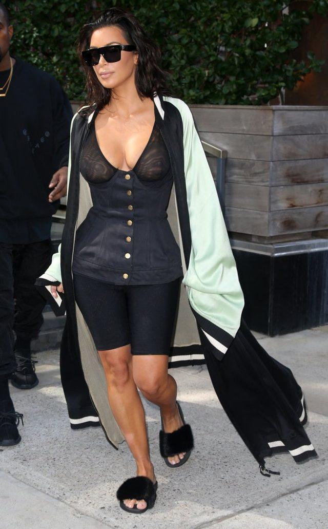 Czy widzicie to, co my? Biust Kim Kardashian padł ofiarą odchudzania!