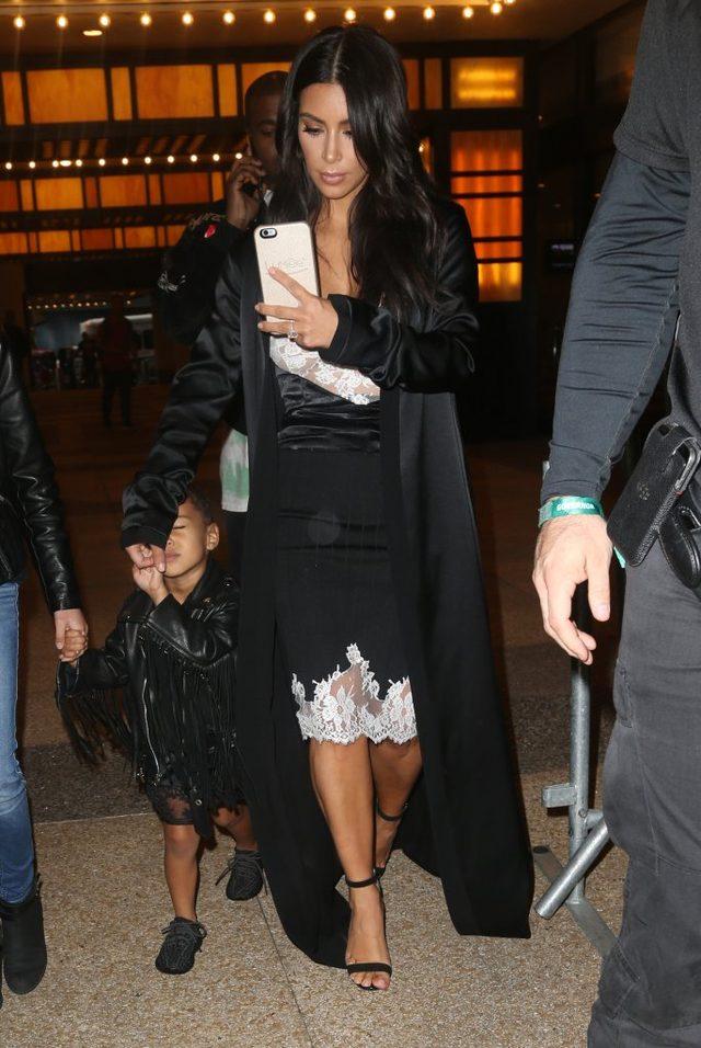 Kim Kardashian w teatrze - selfie MUSI BY�!
