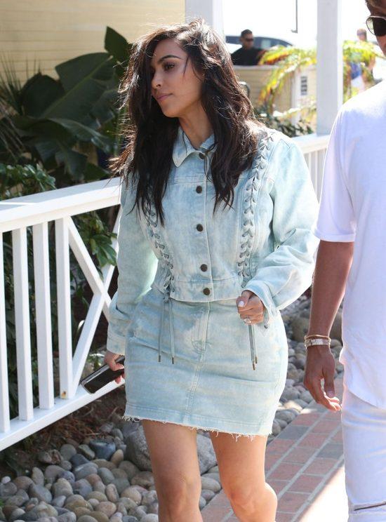 Kim Kardashian ma nowy kompleks i nie jest to pupa (FOTO)