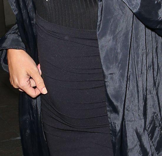 Ci�arna Kim Kardashian znowu wietrzy piersi (FOTO)