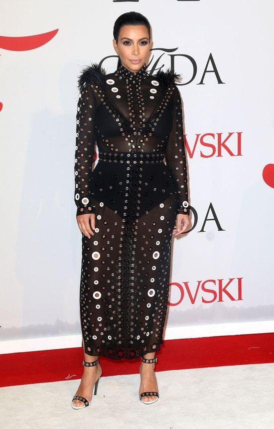 Ciężarna Kim Kardashian jeszcze nie chowa brzuszka (FOTO)
