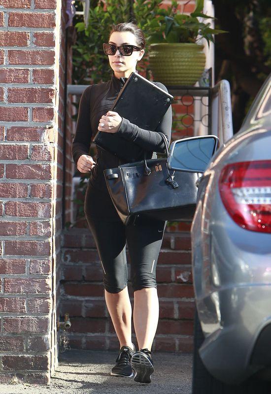 Dzień w dresie w wydaniu Kim Kardashian (FOTO)