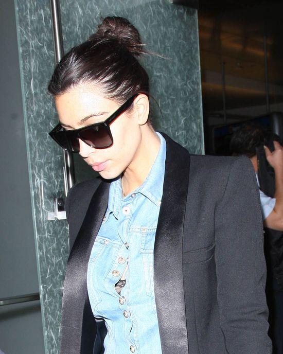 Włosy Kim Kardashian wciąż wypadają garściami? (FOTO)