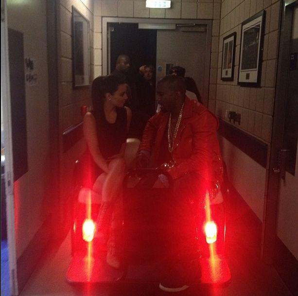 Co Kim Kardashian dostała na Walentynki? (FOTO)