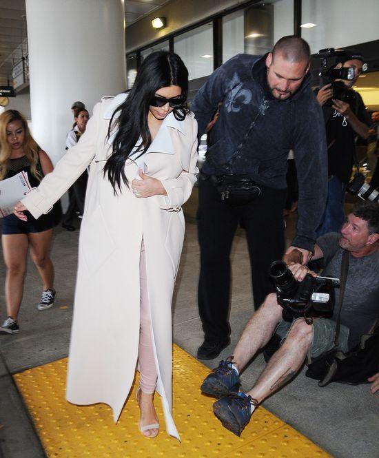 Fotograf przewrócił się pod stopami Kim, a ona... (FOTO)