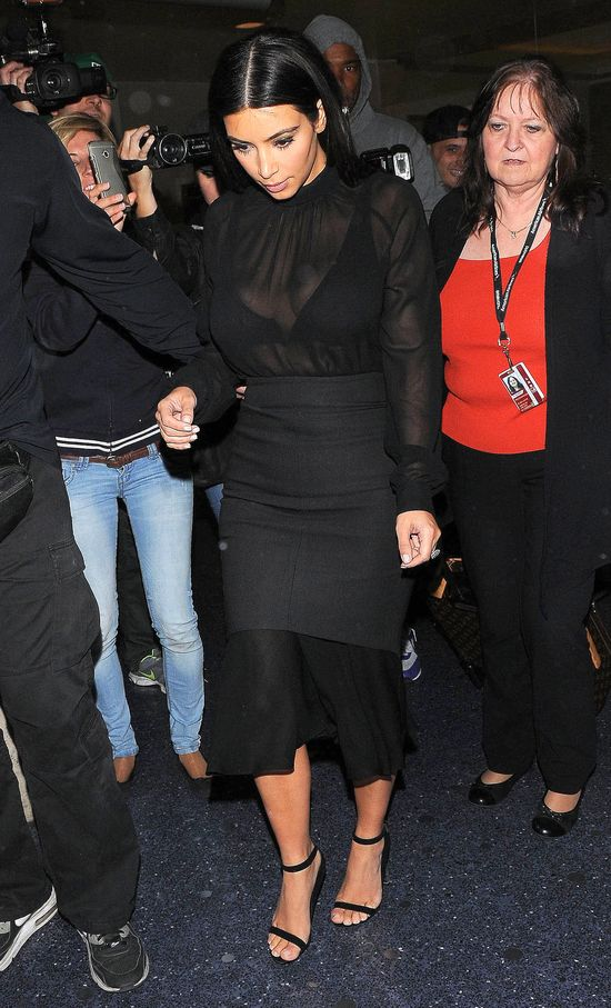 Kim Kardashian postawiła na prześwity (FOTO)