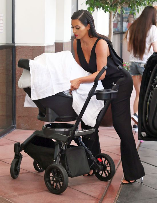 Jakie metody wychowawcze stosuje Kim Kardashian?