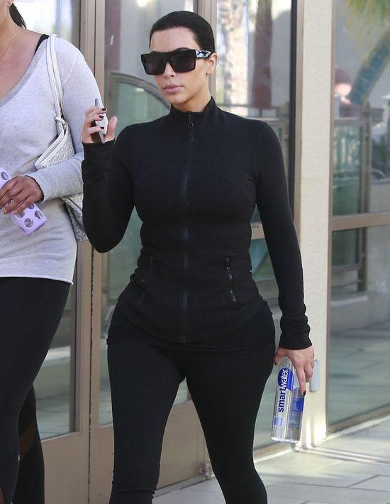 Kim Kardashian wci�� ostro pracuje nad sylwetk� (FOTO)