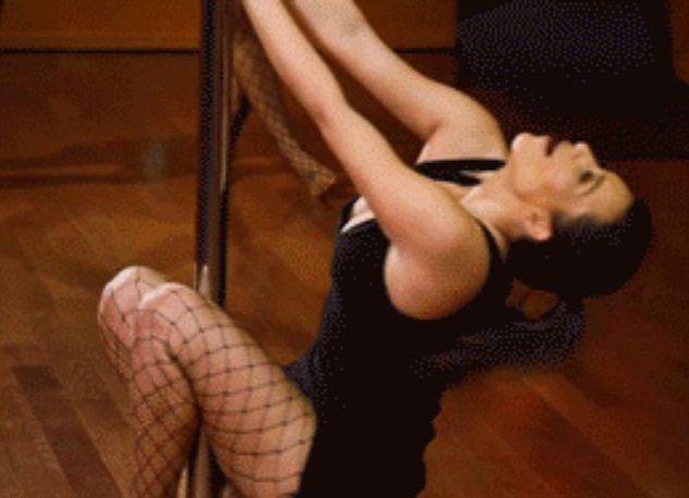 Kim Kardashian pokazała, jak tańczy na rurze (VIDEO)