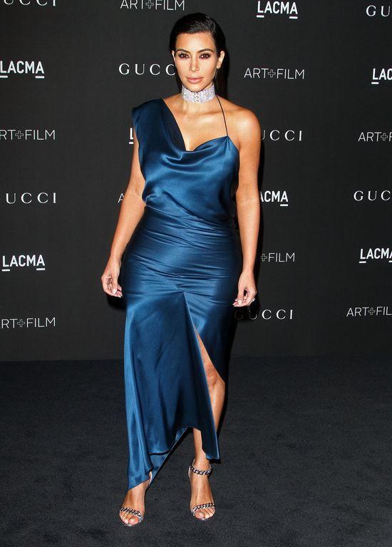 Ta suknia Kim Kardashian tylko podsyci�a plotki o ci��y!