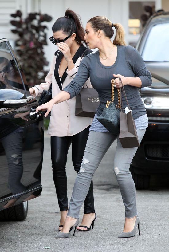 Kim i Kourtney Kardashian z córkami na zakupach (FOTO)