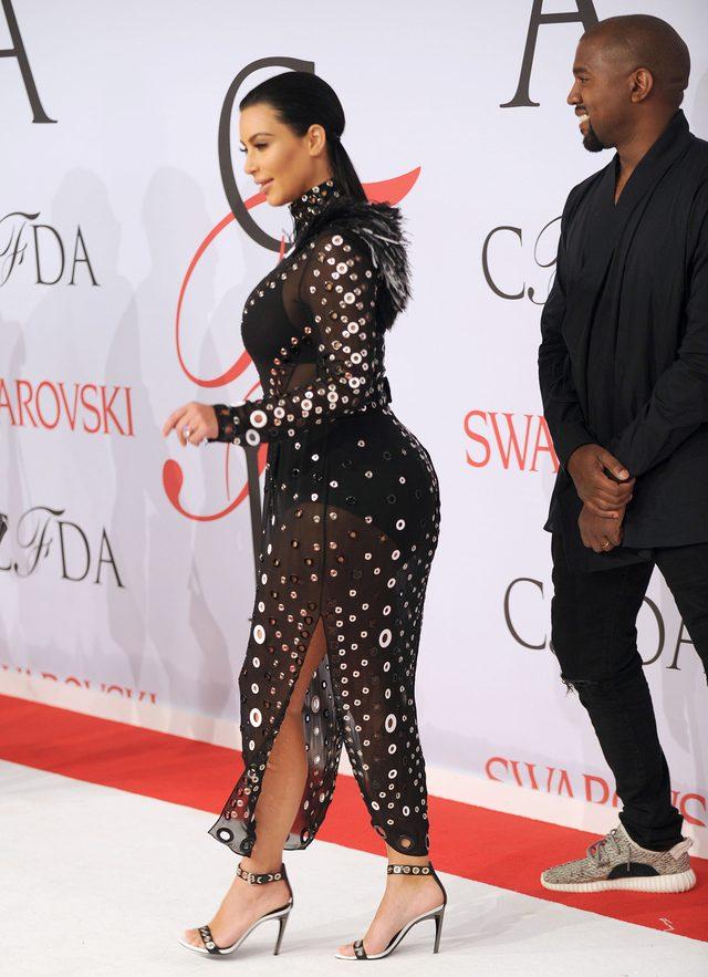 Kim Kardashian urodzi bli�ni�ta?