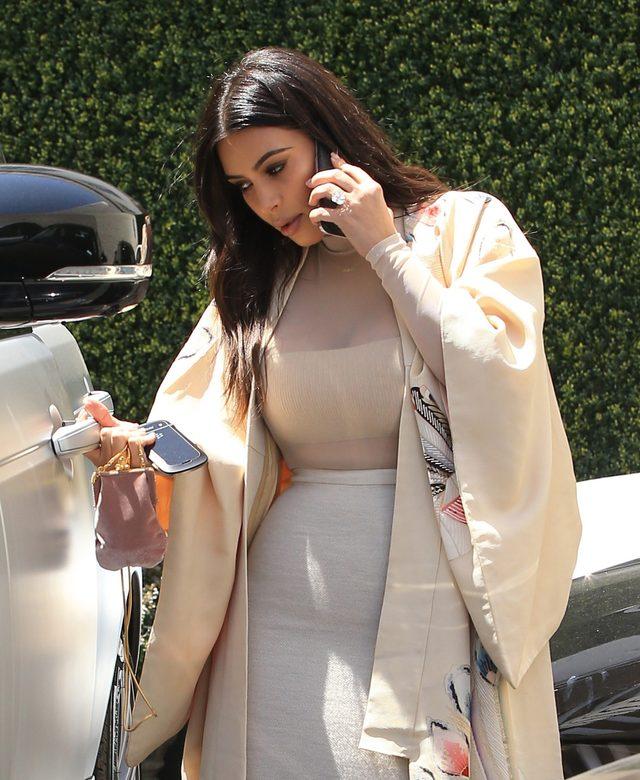 Jak wygląda Kim Kardashian tuż po przebudzeniu? (Snapchat)