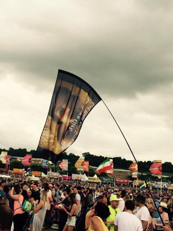 Fani Kim Kardashian OBURZENI flagą z kadrem z seks taśmy