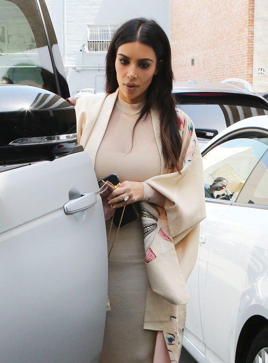 Nie poznacie Kim Kardashian na okładce Vogue Australia