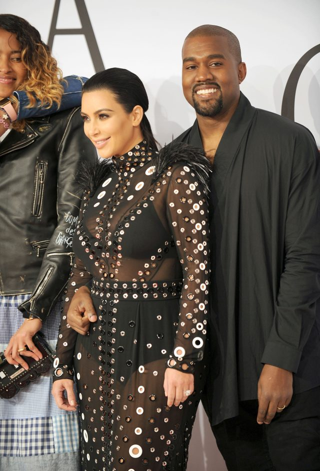 Kim Kardashian urodzi bliźnięta?