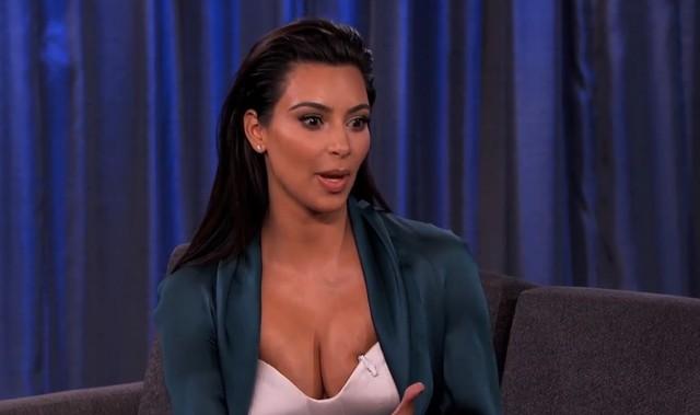 Jak Kim Kardashian zmienia pieluchy? (VIDEO)