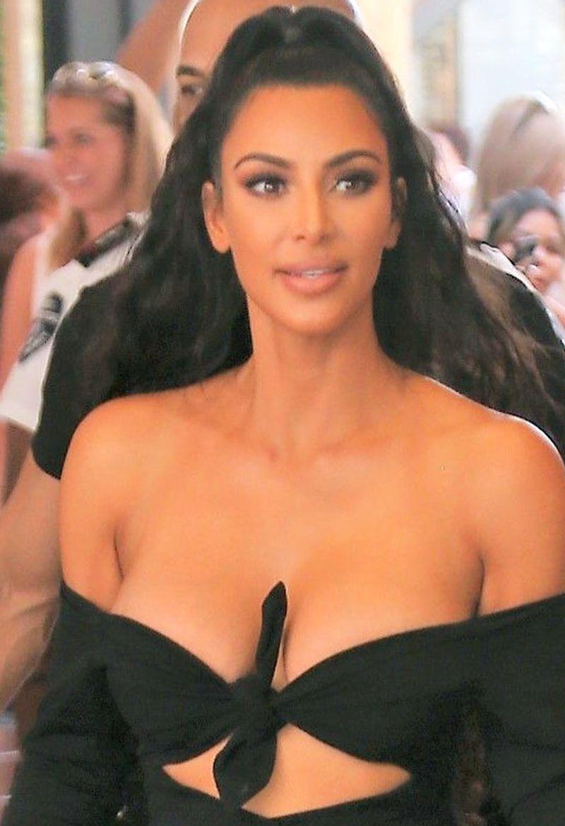Kim Kardashian z North West całe w CZERNI (ZDJĘCIA)