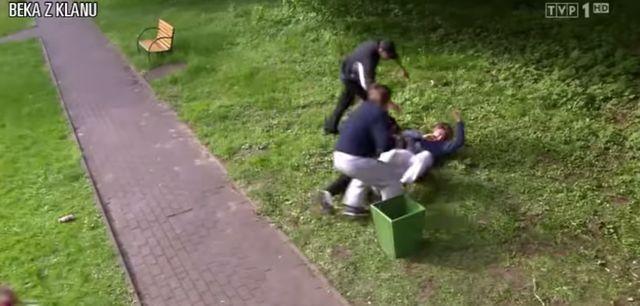 Monika z Klanu atakuje patykiem! HIT!