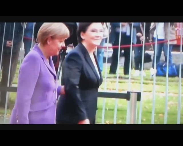 WPADKA Ewy Kopacz na lotnisku w Berlinie[VIDEO]