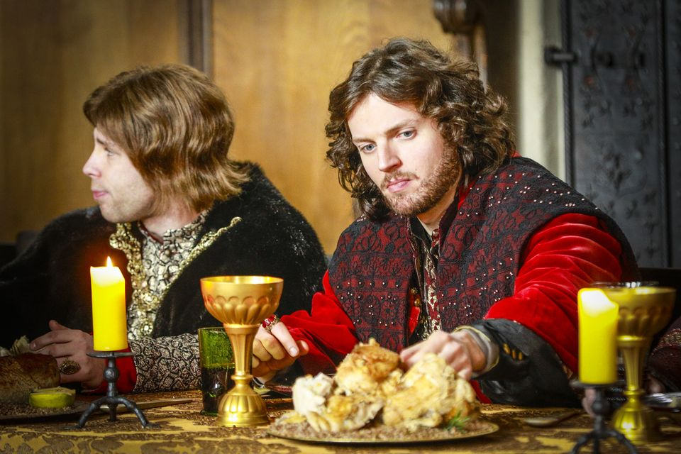 Peruki na manekinach, pieczony prosiak, czyli zdjęcia z planu Korony królów