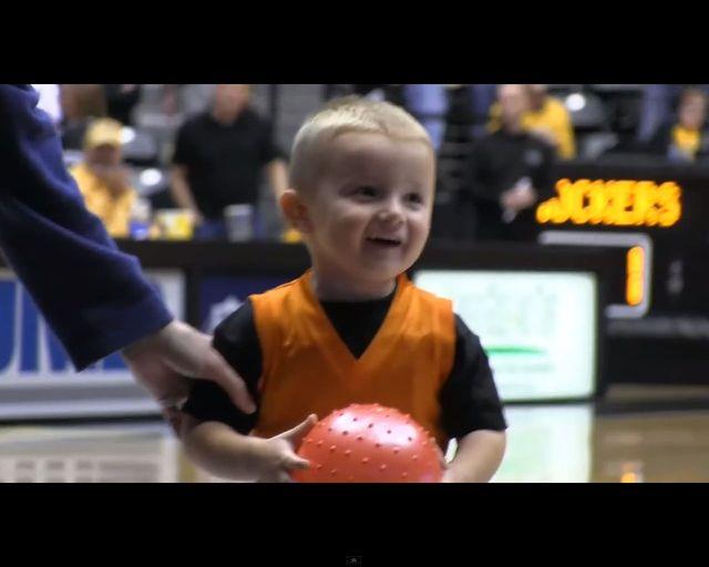 Jak on to robi?? 4-letni Titus to koszykarz - magik! [VIDEO]