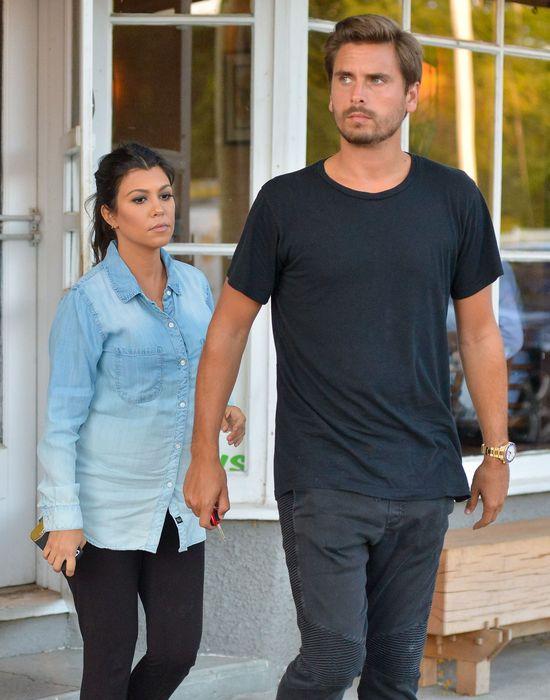 Zamiast b�yszcze� na salonach, Kourtney Kardashian wola�a...