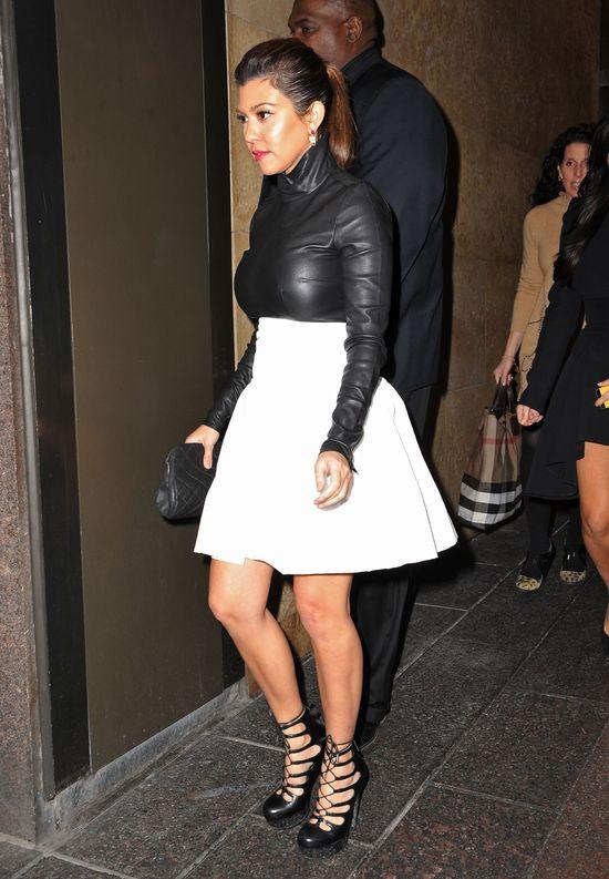 Kourtney Kardashian nie widzia�a si� w lustrze? (FOTO)