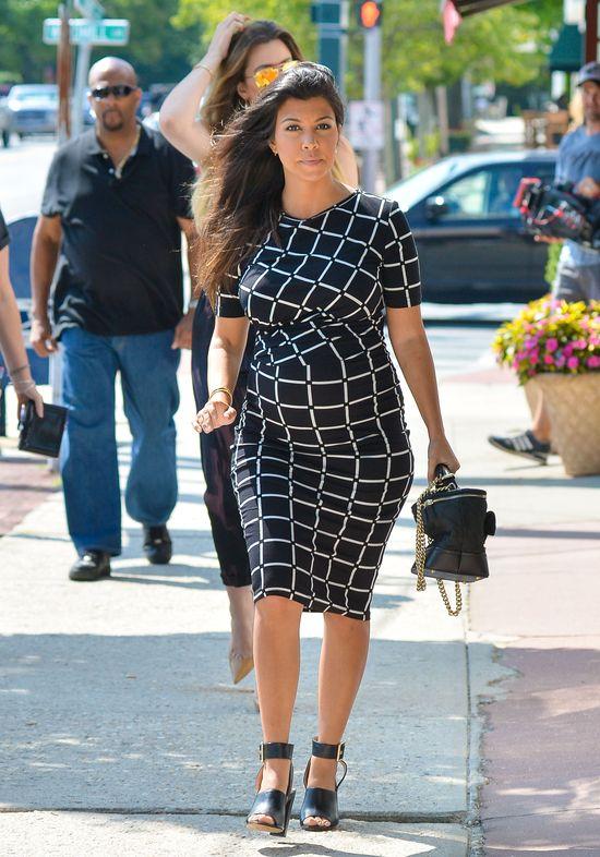 Kim Kardashian ubiera ciężarną Kourtney? (FOTO)