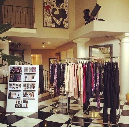 Chcecie zobaczyć kolekcję butów i ubrań Kardshianek? (FOTO)