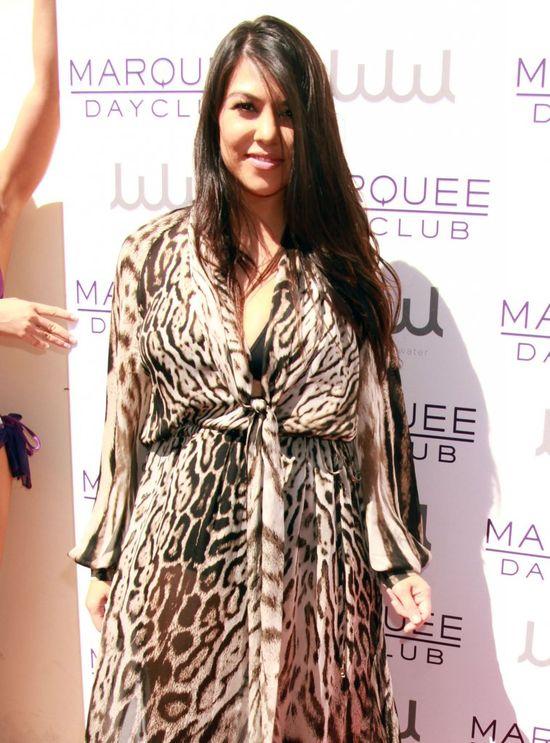 Kourtney Kardashian po raz pierwszy na ściance od czasu poro