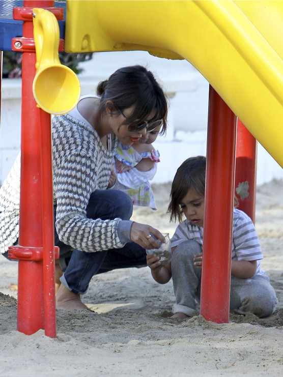 Kourtney Kardashian po�wi�ca czas dzieciom (FOTO)