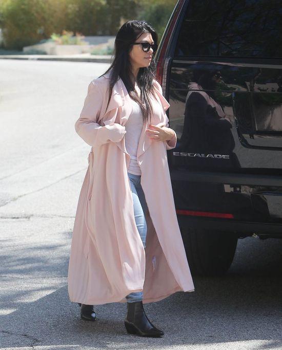 Jak wygląda Kourtney Kardashian po porodzie? (FOTO)