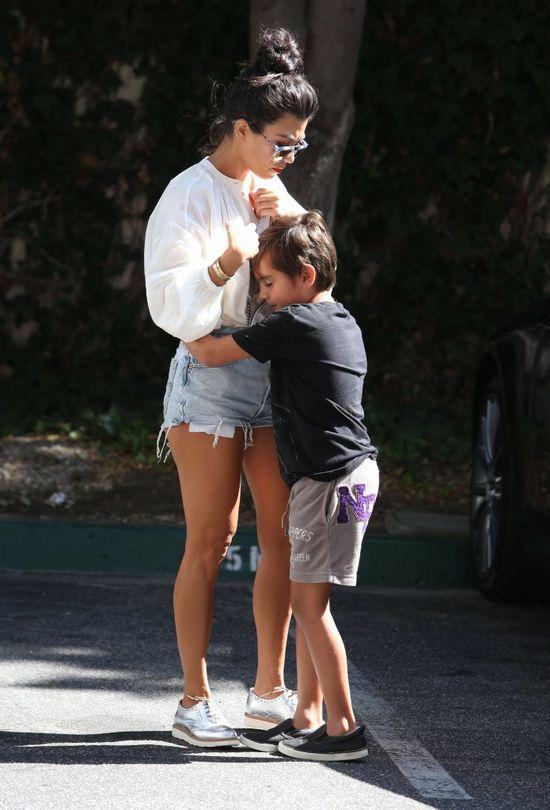 Ale słodko! Kourtney Kardashian przytula swojego synka! (FOTO)