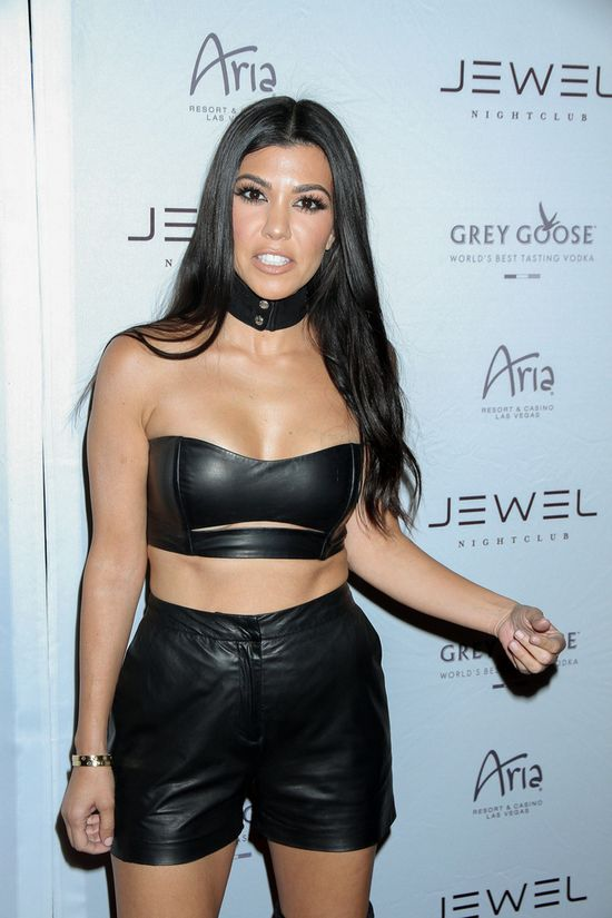 Scott �a�uj! Kim, Kylie uczcie si� - Kourtney pokazuje, co znaczy by� sexy