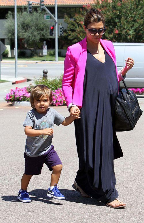Kourtney Kardashian pokaza�a c�reczk� Penelope (FOTO)