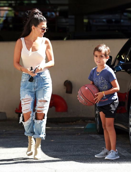 Kourtney Kardashian nabrała troszkę ciałka? (FOTO)