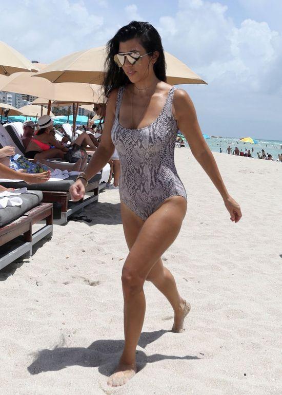 Fani pytają Kourtney Kardashian, kiedy założy strój kąpielowy