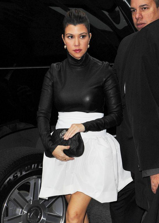 Kourtney Kardashian nie widziała się w lustrze? (FOTO)