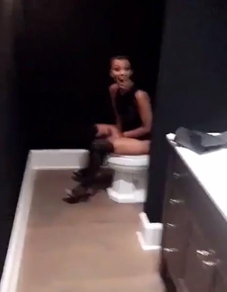 Wstyd i �enada! Kourtney Kardashian nagrano w TAKIEJ sytuacji!