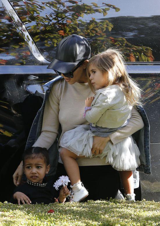 Gdy Kim zajmuje się Saintem, North trafia pod opiekę cioci